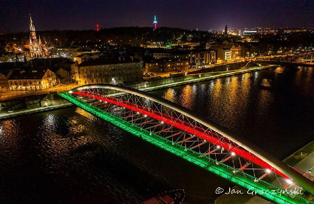 Krakow lights up in solidarity with Italy