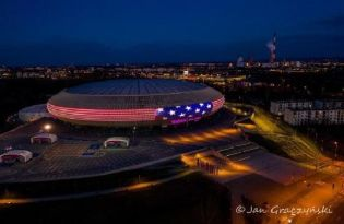 Krakow lights up one last time for the USA, Great Britain and... the Polish health care personnel!