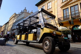 Low-speed electric vehicles in the Old Town