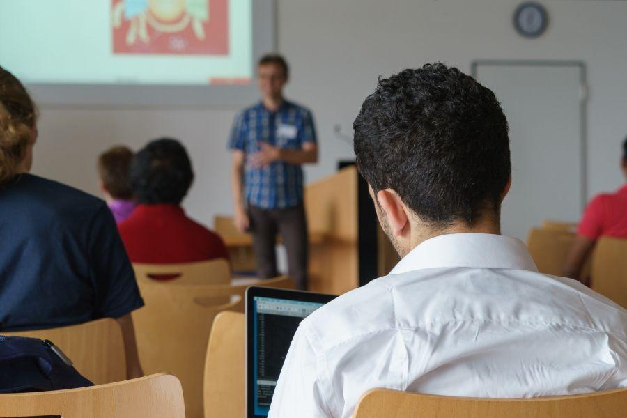 Miasto dofinansuje studia i kursy kolejnym nauczycielom
